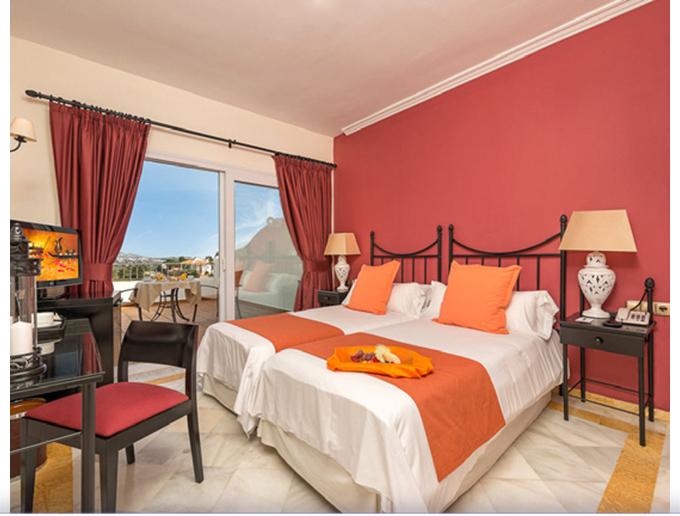 Chambre d'hôtel avec vue sur le golf